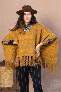Work from side to side using drop stitches and mingling vertical, horizontal, and diagonal lines to create this warm and radiant knitted poncho pattern. Poncho Knitting Patterns, Cable Knitting, Crochet Poncho, Crochet Hooks, Hand Knitting, Diagonal Line, I Cord, Knitting Projects, Emily Wood