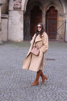 camel coat combined with suede boots | lauracoeur.com