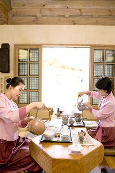 [ Traditional tea houses  of UNAMJEONG; a traditional South korean restaurant] Photo sketch in the High 1 Ski Resort in Jungsun, South Korea on May 2th, 2013.  English homepage.  http://www.high1.com/Hhome/main.high1 Korean homepage. http://www.high1.com/Hhome/main.high1 Blog.   http://blog.naver.com/high1cs FaceBook.  http://www.facebook.com/high1forcs Tweeter.  https://twitter.com/