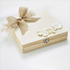Shi  Uri | Shabby Chic Bride bridesmaid box with personalized monogram for each bridesmaid