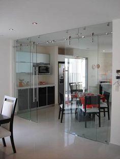 Cancel Corredizo con Cristal Templado y Sistema Manet marca DORMA: Cocinas de estilo moderno por INGENIERIA Y DISEÑO EN CRISTAL, S.A. DE C.V.