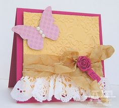 love the ruffle made from paper doily