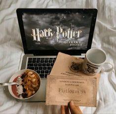 harry potter, hogwarts y potter GIF en We Heart It Harry Potter World, Arte Do Harry Potter, Harry James Potter, Harry Potter Netflix, Harry Potter Books, Hogwarts, Diy Decor Room, Maxon Schreave, Harry Potter Wallpaper
