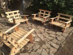 Ich biete hier für 69€ je Sessel handgemachte und mit hochwertigem Material gefertigte Loungesessel für den Innen- und Außenbereich.Die Armlehnen sind geschliffen.Die Möbel sind sehr stabil und können ganzjährig auf der Terrasse stehen.Das Holz ist frei von Schadstoffen da es nicht behandelt ist.Die Kissen sind als Beispiel aufgelegt und problemlos bei Ikea zu erhalten (Serie Ecktop Sofa).Ich habe für die Verbindungen Schlossschrauben verwendet mit immer den gleichen Durchmesser (M6)…