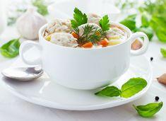 Приготовь на обед ароматный диетический куриный суп с фрикадельками по рецепту от ИЗБАЛОВАННЫЙ ПОВАР. Одно из самых популярных и любимых многими первых блюд домашней кухни – это суп с фрикадельками. Рецепт очень простой, ингредиенты вполне доступны, варится недолго, вкус замечательный, обед горячий и сытный – просто масса достоинств! И вариантов приготовления хоть отбавляй: с мясным …