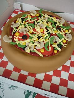 25 Pizza Cakes For The Best Pizza Party Ever 296e85cbd15a522fb6beceda40a7feb9 jpg