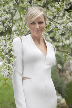 Outfits from 6 of the Most Stylish Royals: Princess Charlene of Monaco - princess of monaco white dress with subtle cutout; Mode Hollywood, Hollywood Fashion, Royal Fashion, China Fashion, Hollywood Actresses, Fürstin Charlene, Princesa Charlene, Monaco Charlene, Grace Kelly