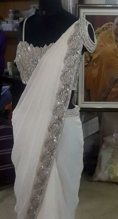Super wedding day outfit getting ready maxi dresses 29 Ideas Saree Blouse Patterns, Saree Blouse Designs, White Saree Wedding, Red Lehenga, Lehenga Choli, Net Saree, Georgette Sarees, Saree Designs Party Wear, Drape Sarees