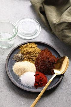 Homemade Fajita Seasoning (6-ingredients!) - Fit Foodie Finds Shrimp Fajita Recipe, Fajita Seasoning Mix, Salt Free Seasoning, Homemade Fajita Seasoning, Homemade Seasonings, Guacamole Recipe, Seasoning Recipe, Homemade Fajitas
