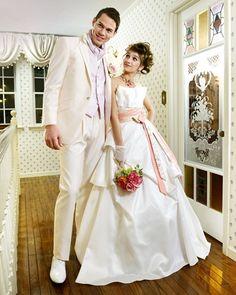 【二次会ドレスのオンラインレンタルショップ】お店に行かなくても、日本全国宅配でお届けします♪ 二次会ドレスとタキシードをペアでお得にレンタル! IND-07063-02 IV & MCM-10768 PK