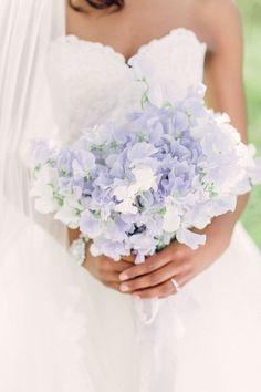 Si te estás preparando para tu boda y querés que todo esté en armonia, te recomiendo hacerte una Análisis de Coloración Personal para saber que colores van con vos, para tu vestido, tu decoración, tus flores, todo! Pedilo aca: www.facebook.com/...   - HarpersBAZAAR.com