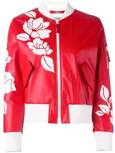 ¡Cómpralo ya!. Fendi - Floral Bomber Jacket - Women - Silk/Leather/Polyamide/Spandex/Elastane - 40. From Fendi's signature Bag Bugs motifs, to psychedelic waves and florals, don't wait any longer to get your hands on this season's collection! Echoing the graphic florals and bold colors seen throughout the SS17 collection, this Fendi floral bomber jacket, crafted from the finest red leather, features a ribbed shawl collar, a front zip fastening, front flap pockets, long sleeves, a ribbed…