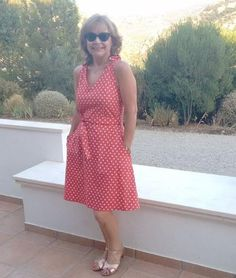 Doesn't Suzy's @sewing_in_spain Lisa dress make you want to sew a polka dot version asap? We love everything about this dress, how beautiful and happy she looks in it, how flattering the length is on her and the color is just PERFECT!..#imakemyclothes #yesisew #oneofakind #sewaholic #sewingisfun #letsmakefashion #diywardrobe #sewinglifestyle #wearhandmade #diyblog #sewsewsew #sewcialists #handmadewithlove #smyly #smylylisa #sewingmakesyouloveyourself #smylypatterns #costura #coudre #nähen