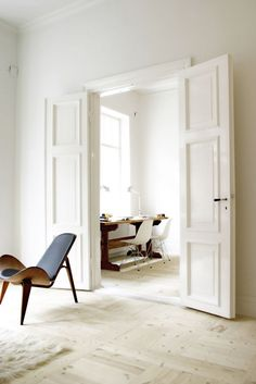 New white wood furniture living room french doors 29 Ideas Double Doors Interior, Interior Barn Doors, French Interior, Exterior Doors, Internal Double Doors, Interior Design Elements, White Rooms, French Doors, Interior Inspiration