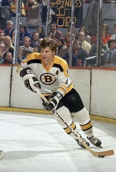 Bobby Orr of the Boston Bruins 2f9390321