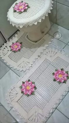Crochet Diagram, Filet Crochet, Crochet Doilies, Crochet Yarn, Crochet Tablecloth Pattern, Crochet Flower Patterns, Doily Patterns, Bathroom Crafts, Bathroom Rugs