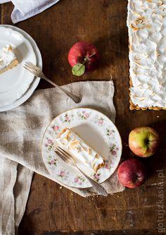Tarta z jabłkami i bezą