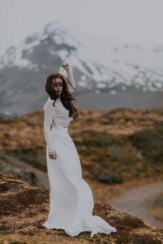 Collection 2018 de robe de mariées. Féerique, unique, romantique, les robes sont composées de dentelles délicates et de moussine de soie ou de tulle.