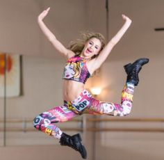 Chloe Lukasiak is a dancer from Dance Moms who now dances for Studio 19