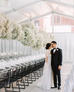 Another clean and modern reception setting that we love so much! The use of white color clearly builds a wider space. Gypsophila Wedding, Wedding Bouquets, Wedding Dresses, Wedding Flower Inspiration, Wedding Ideas, Flower Ideas, Wedding Themes, Wedding Colors, Fairy Wedding Dress