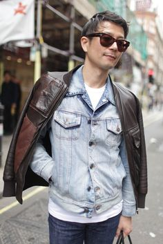 London Men's Fashion Week street style [Photo by Kuba Dabrowski] London Mens Fashion, Mens Fashion Week, Fashion News, Men's Fashion, Dandy Style, Men's Style, Street Trends, Men's Leather Jacket, Quirky Fashion