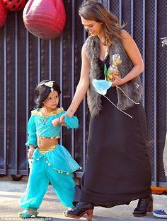 Jessica Alba e la figlia per #Halloween  http://paperproject.it/fashion/kids/halloween-dieci-travestimenti-cool-baby-star/