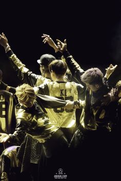 EXO stay strong