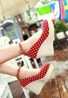 Miss Sweetheart Closed-toe Wedges