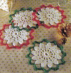 Christmas Coasters FREE pattern, festive! thanks so xox ☆ ★ https://www.pinterest.com/peacefuldoves/