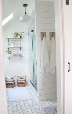 Vintage farmhouse bathroom remodel ideas on a budget (34)