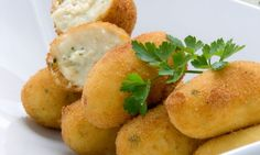 Chicken and Egg Croquettes Recipe - Hard Boiled Eggs Cuban Dishes, Spanish Dishes, Cuban Recipes, Snack Recipes, Cooking Recipes, Chicken Croquettes, Hard Boiled Egg Recipes, Pollo Chicken, Gastronomia