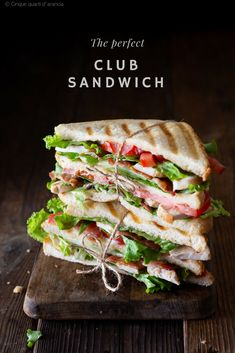 My family loves this club sandwich recipe! With layers upon layers of chicken. Sandwich Cubano, Club Sandwich Recipes, Grill Sandwich, Chicken Sandwich Recipes, Cold Sandwiches, Gourmet Sandwiches, Healthy Dinner Recipes, Breakfast Recipes, Ideas Sándwich
