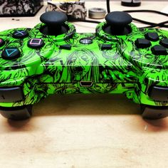 Arbiter Modded Green Zombie PS3 Controller - KwikBoy Modz   #customcontroller #kwikboymodz #moddedcontroller #zombies #nuclear #green http://www.kwikboymodz.com/nuclear-zombie-dualshock-3-ps3-controller/