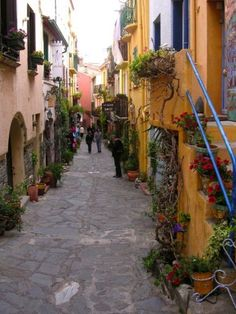 You can see how the previous vignette fits into the greater streetscape, an inviting alley full of colorful shops and galleries.