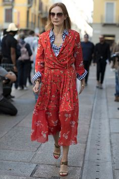 There's that gingham again - and the reds. S 2017 Euro Fashion