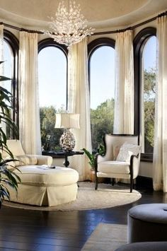 Here we will introduce you to our world of interior design with our favorite interior designers, architects and trend shows. We will give you tips on how to improve your style at home and improve your interior decoration skills. Mediterranean Living Rooms, Mediterranean Style, Construction, My Dream Home, Great Rooms, Home And Living, Modern Living, Interior Architecture, Luxury Homes