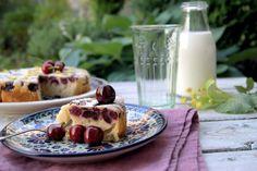szczypta smaQ: Odwrócone ciasto jogurtowe z czereśniami i kwiatam...