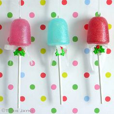 To go with a bright vintage Christmas theme why not decorate your tree in brightly coloured sweets, cookies and cakes - we particularly love these gumdrop lollipops Candy Land Christmas, Christmas Crafts For Kids, Diy Christmas Ornaments, Christmas Tree Decorations, Christmas Ideas, Xmas, Country Christmas, Christmas Cookies, Kids Crafts