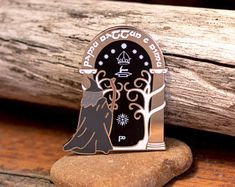 The Doors of Durin - Lord of the Rings Enamel Pin Cool Patches, Pin And Patches, Book Lovers Gifts, Gift For Lover, Tolkien, Lotr, Jacket Pins, Harry Potter, Pin Art
