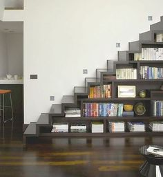 The latest tips and news on modern staircase are on house of anaïs. On house of anaïs you will find everything you need on modern staircase. Staircase Bookshelf, Book Stairs, Space Saving Staircase, Stair Shelves, Staircase Storage, Bookshelves Built In, Stair Storage, Modern Staircase, Staircase Design