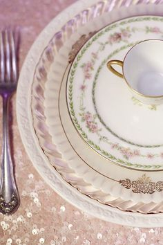 Beautiful color combo and pink sequined linens