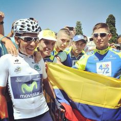 Nairo Quintana surrounded by Colombian cyclists Colombian People, Yellow Fever, Cyclists, World Cup, Haha, Bicycles, World Cup Fixtures, Ha Ha