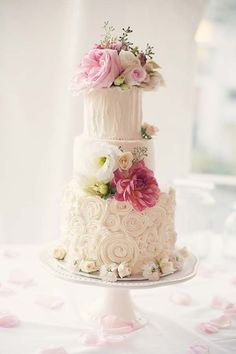 Romantic Swirling Roses Wedding Cake Picture | Flower Cake, Wedding Cakes | Beautiful Cake Pictures by lilia