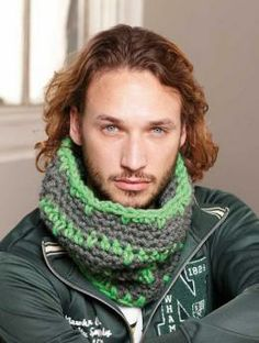 Mens´ Cowl - Cowls are the perfect, no-fuss alternative to a scarf and can be put on with an instant.