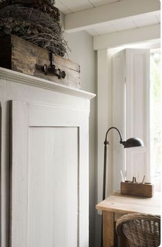 Modern Farmhouse Interiors, Wood Interiors, Farmhouse Design, Farmhouse Decor, White Interiors, Cottage Farmhouse, White Farmhouse, Farmhouse Style, Interior Window Trim