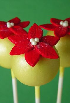 pretty christmas cake pops!