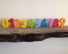 Mooie houten stand-up cijfers binnen.  http://credu.nl/product/houten-cijfers/