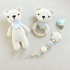 Teil 1 eines zuckersüßen Bärchen-Sets in creme und hellblau: Schmusebär, Ras… Part 1 of a sugary sweet bear set in cream and light blue: cuddly bear, rattle and pacifier chain. And now I sit down to Part a suitable mobile :-] # crocheted Crochet Baby Toys, Crochet Amigurumi, Crochet Bear, Amigurumi Doll, Amigurumi Patterns, Crochet Dolls, Crochet Horse, Handmade Baby, Handmade Toys