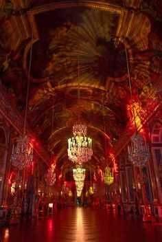 Château de Versailles, another style of illumination in the hall of mirrors Meaning Of Joy, Hall Of Mirrors, All Of The Lights, Palace Of Versailles, Hotel California, France, Interior And Exterior, Interior Design, Cool Pictures