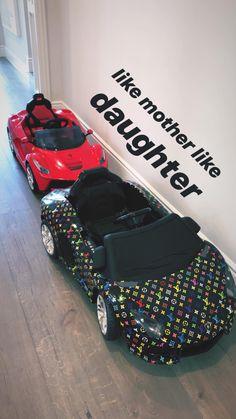 Kylie Jenner compra mini Lamborghini da Louis Vuitton para a filha, Stormi - - UOL Universa Kendall Jenner Outfits, Kylie Jenner Car, Trajes Kylie Jenner, Baby Swag, Baby Momma, My Baby Girl, Lamborghini, Cute Babies, Baby Kids